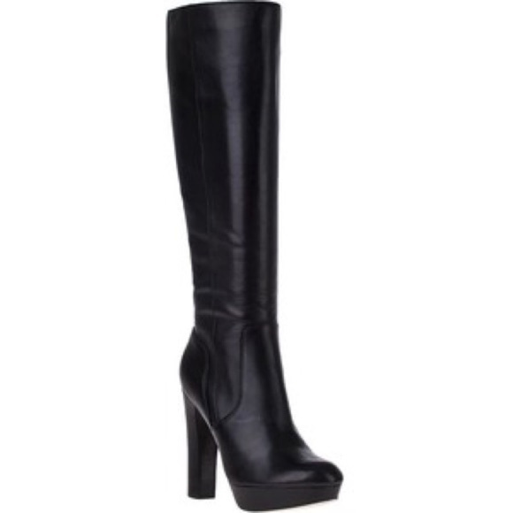 aec5571fde98 Michael Kors Lesly black heeled leather boots. M 5aa95e44a4c4853af46102c3